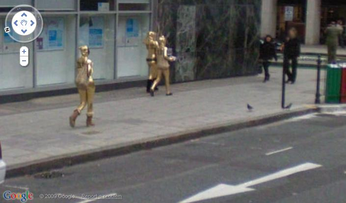 funny Google street view sighting is: Aliens having a stroll along